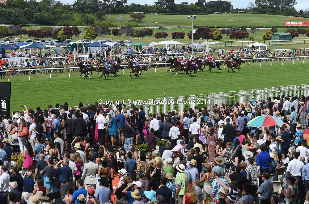 General view of the fans during Race 6. Horse Racing. Boxing Day Races at Ellerslie Racecourse in Auckland. New Zealand. Friday 26 December 2014. Photo: Andrew Cornaga/www.photosport.co.nz