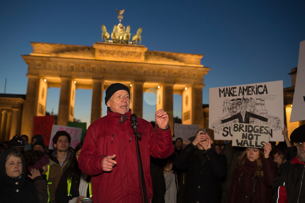 BERLIN, Brandenburg Gate, 12.11.2016 / Hundreds of people, among them many Americans, gathered in the center of the German capital to protest against President-elect Donald Trump.<br />