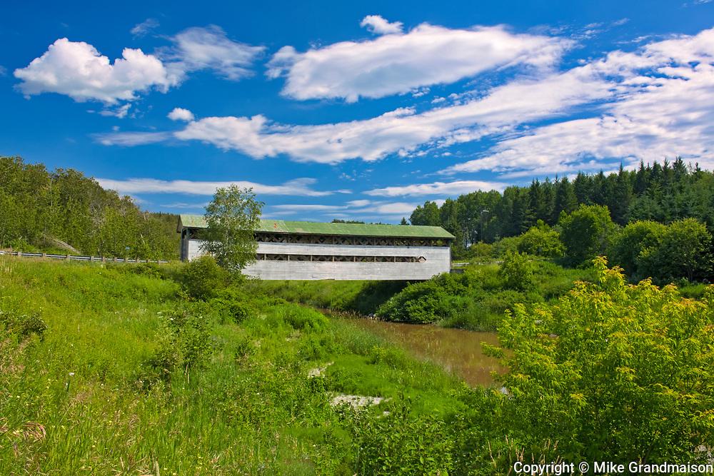 Pont Dénommée (covered bridge) on la Rivière à la Loutre<br />St-Bruno-de-Guigues<br />Quebec<br />Canada