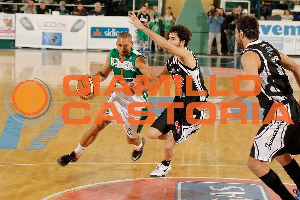 DESCRIZIONE : Avellino Lega A 2014-15 Sidigas Avellino Pasta Reggia Caserta<br /> GIOCATORE : Adam Hanga<br /> CATEGORIA : palleggio penetrazione<br /> SQUADRA : Sidigas Avellino<br /> EVENTO : Campionato Lega A 2014-2015<br /> GARA : Sidigas Avellino Pasta Reggia Caserta<br /> DATA : 19/04/2015<br /> SPORT : Pallacanestro <br /> AUTORE : Agenzia Ciamillo-Castoria/A. De Lise<br /> Galleria : Lega Basket A 2014-2015 <br /> Fotonotizia : Avellino Lega A 2014-15 Sidigas Avellino Pasta Reggia Caserta