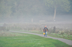 © Licensed to London News Pictures 20/10/2018<br /> SIDCUP,UK.<br /> A man walking to work.<br /> A cold autumnal mist at Footscray Meadows this morning in Sidcup.<br /> Photo credit: Grant Falvey/LNP