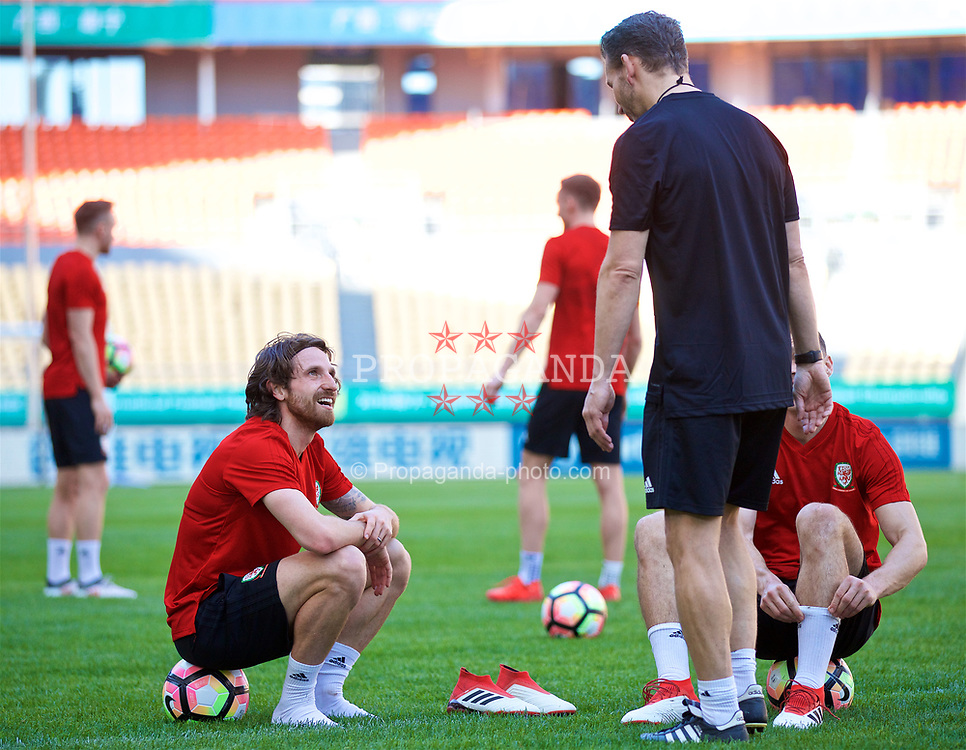 NANNING, CHINA - Tuesday, March 20, 2018: Wales' Joe Allen during a training session at the Guangxi Sports Centre ahead of the opening 2018 Gree China Cup International Football Championship match against China. (Pic by David Rawcliffe/Propaganda)