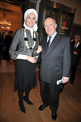 JULIAN FELLOWES and his wife EMMA KITCHENER-FELLOWES at a private view of the Kuniyoshi exhibition at the Royal Academy, Piccadilly, London on 17th March 2009.