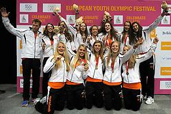 19-07-2013 VOLLEYBAL: EYOF CEREMONIE: UTRECHT<br /> Nederland met de bronzen medaille<br /> &copy;2013-FotoHoogendoorn.nl