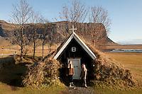 Arndís og Bjargey fyrir utan kirkjuna á Núpsstöðum. Lómagnúpur í baksýn..Two girls outside the old Church at Nupsstadir, Iceland. Mount Lomagnupur in background.