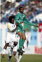 Fotball<br /> African Nations Cup 2004<br /> Afrika mesterskapet 2004<br /> Foto: Digitalsport<br /> NORWAY ONLY<br /> FIRST ROUND - GROUP D - 040131 - NIGERIA v SOUTH AFRICA - NWANWKO KANU (NIG) / JACOG LEKGETHO (RSA) - PHOTO JEAN MARIE HERVIO / Digitalsport