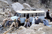 Lowari pass (3200m altitude), Road between Chitral and Peshawar, local bus, Khyber Pakhtunkhwa, Pakistan // Pakistan, Khyber Pakhtunkhwa, bus local au col de Lowari a 3200 de altitude, entre Chitral et Peshawar