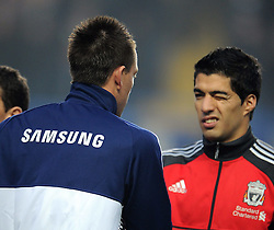 20.11.2011, Stamford Bridge Stadion, London, ENG, PL, FC Chelsea vs FC Liverpool, 12. Spieltag, im Bild Liverpool's Luis Suarez winks at Chelsea's John Terry as they shake hands prior to the football match of English premier league, 12th round, between FC Chelsea and FC Liverpool at Stamford Bridge Stadium, London, United Kingdom on 20/11/2011. EXPA Pictures © 2011, PhotoCredit: EXPA/ Sportida/ Chris Brunskill..***** ATTENTION - OUT OF ENG, GBR, UK *****