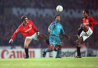 Fotball<br /> Barcelona Historie<br /> Foto: ColorsportDigitalsport<br /> NORWAY ONLY<br /> <br /> Lee Sharpe (Utd) Romario (Barcelona) and Paul Ince. Manchester United v Barcelona @ Old Trafford. Champions League. 19/10/1994.