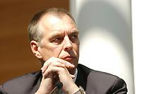 29 APR 2003, BERLIN/GERMANY:<br /> Norbert Hansen, Vorsitzender Gewerkschaft Transnet, waehrend der Pressekonferenz zur Ausbildungsplatzoffensive 2003, Bundespresseamt<br /> IMAGE: 20030429-01-025