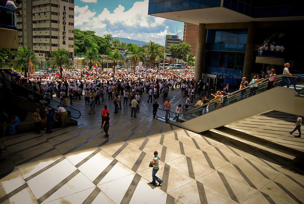 CONCENTRATION CHAVEZ NO MORE / CONCENTRACION NO MAS CHAVEZ<br /> Photography by Aaron Sosa<br /> Caracas - Venezuela 2009<br /> (Copyright &copy; Aaron Sosa)