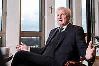 10 DEC 2016, BERLIN/GERMANY:<br /> Horst Seehofer, CSU, Bundesinnenminister, waehrend einem Interview, in seinem Buero, Bundesinnenministerium<br /> IMAGE: 20181210-02-032<br /> KEYWORDS; Büro