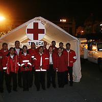 Toluca, M&eacute;x.- Paramedicos de la Cruz Roja en un puesto de socorros durante las festividades navide&ntilde;as en Toluca. Agencia MVT / Mario Vazquez de la Torre. (DIGITAL)<br /> <br /> NO ARCHIVAR - NO ARCHIVE
