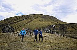 05-07-2014 NED: Iceland Diabetes Challenge, Landmannalaugar <br /> Vandaag ging de challenge van start. Met een bus gingen we van Vogar naar Landmannalaugar en zagen we de eerste tekenen van het prachtige landschap van IJsland.