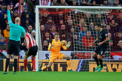 SUNDERLAND, ENGLAND - Monday, January 2, 2017: Liverpool's goalkeeper Simon Mignolet makes a save during the FA Premier League match against Sunderland at the Stadium of Light. (Pic by David Rawcliffe/Propaganda)