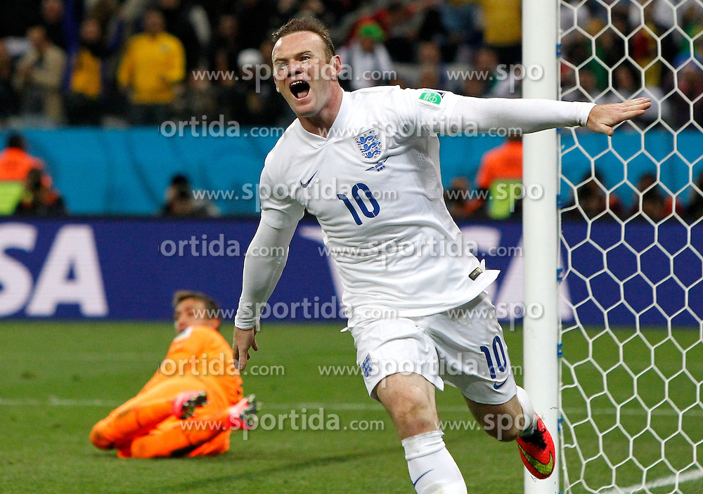 19.06.2014, Arena de Sao Paulo, Sao Paulo, BRA, FIFA WM, Uruguay vs England, Gruppe D, im Bild England's Wayne Rooney celebrates a goal // during Group D match between Uruguay and England of the FIFA Worldcup Brasil 2014 at the Arena de Sao Paulo in Sao Paulo, Brazil on 2014/06/19. EXPA Pictures &copy; 2014, PhotoCredit: EXPA/ Photoshot/ ZHOU LEI<br /> <br /> *****ATTENTION - for AUT, SLO, CRO, SRB, BIH, MAZ only*****