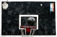Detalle de la Cancha de baloncesto del barrio Los Erasos en San Bernardino, Caracas. (ivan gonzalez)