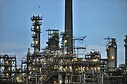 Nederland, Rotterdam, 23-6-2017Raffinaderij en opslagtanks van BP, British Petroleuml , olieverwerkende industrie, een terrein met opslagtanks en raffinage voor olie. Rotterdam is in Europa de grootste importhaven en een van de grootste ter wereld voor overslag en raffinage van ruwe olie. De aangevoerde olie wordt voor ongeveer de helft gebruikt door raffinaderijen van Shell, BP, Esso, Exxon Mobil, Kuwait Petroleum, en Koch. De rest wordt per pijpleiding naar Vlissingen, Belgie en Duitsland overgeslagen.Foto: Flip Franssen
