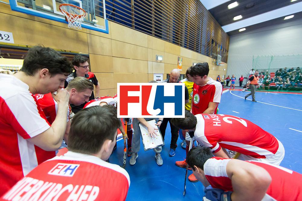 Hockey, Seizoen 2017-2018, 09-02-2018, Berlijn,  Max-Schmelling Halle, WK Zaalhockey 2018 MEN, Austria - Switzerland 2-2, Coach Tomasz Szmidt during time-out