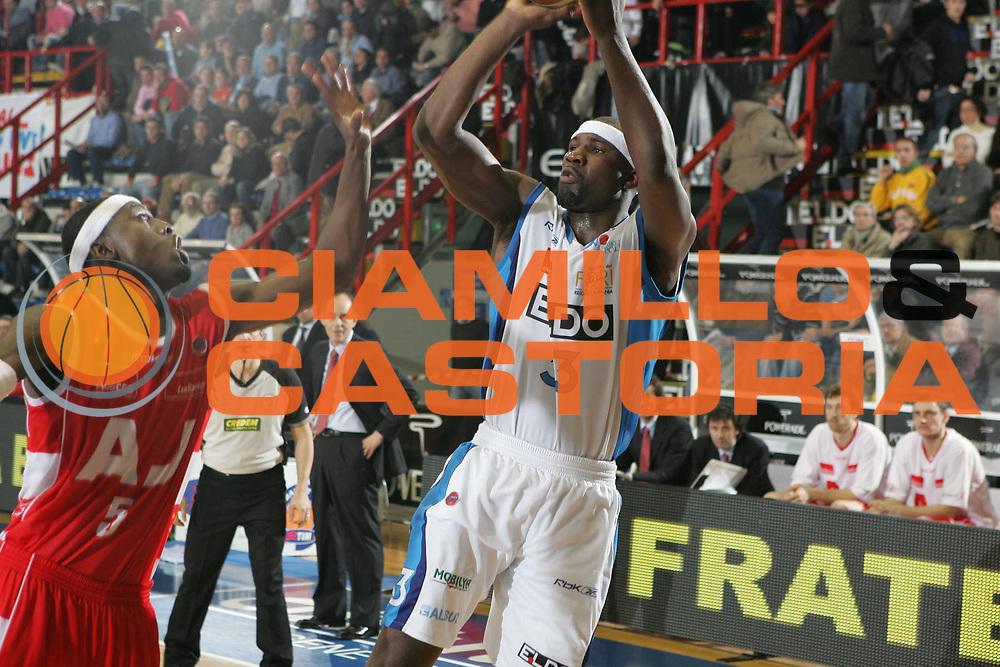 DESCRIZIONE : Napoli Lega A1 2007-08 Eldo Napoli Armani Jeans Milano <br /> GIOCATORE : Jumaine Jones<br /> SQUADRA : Eldo Napoli<br /> EVENTO : Campionato Lega A1 2007-2008<br /> GARA : Eldo Napoli Armani Jeans Milano<br /> DATA : 06/01/2008<br /> CATEGORIA : Tiro<br /> SPORT : Pallacanestro <br /> AUTORE : Agenzia Ciamillo-Castoria/A.De Lise