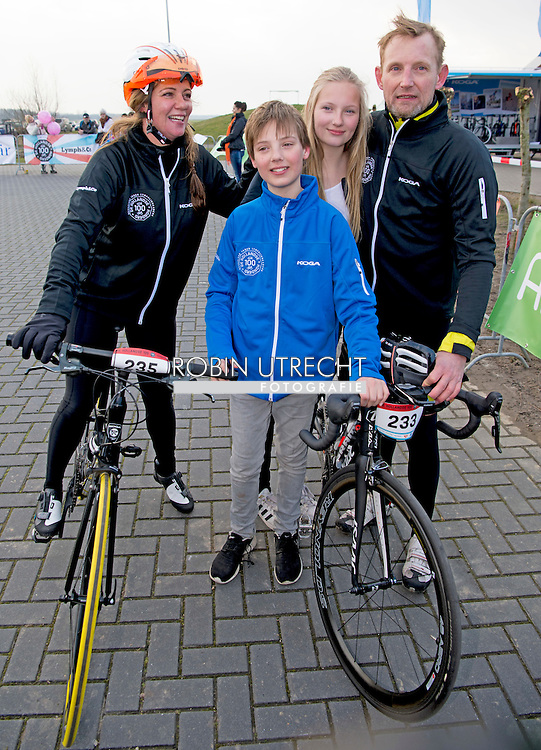 BIDDINGHUIZEN - Prins Bernhard en prinses Annette Isabella (2002), Samuel (2004) en Benjamin (2008) tijdens de tweede editie van De Hollandse 100 op FlevOnice, een sportief evenement van fonds Lymph en Co ter ondersteuning van onderzoek naar lymfeklierkanker.  COPYRIGHT ROBIN UTRECHT<br /> BIDDINGHUIZEN -  During the second edition of the Dutch 100 on FlevOnice, a sporting event fund Lymph and Co. to support research into lymphoma. COPYRIGHT ROBIN UTRECHT
