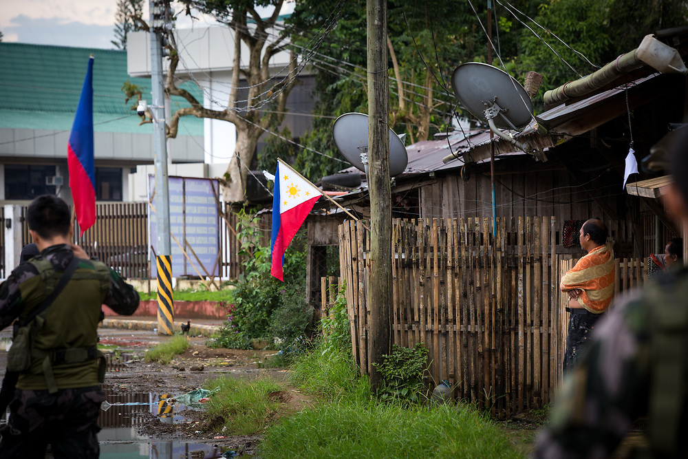 MARAWI, PHILIPPINES - JUNE 11: The Philippine National Police hang flags in war-torn Marawi City in preparation for the celebration of Independence Day on June 12, Lanao del Sur, Philippines, June 11, 2017. As fighting rages on for the third week, the display of flags is a show of force in an attempt to boost troop morale. (Photo: Richard Atrero de Guzman/NUR Photo)