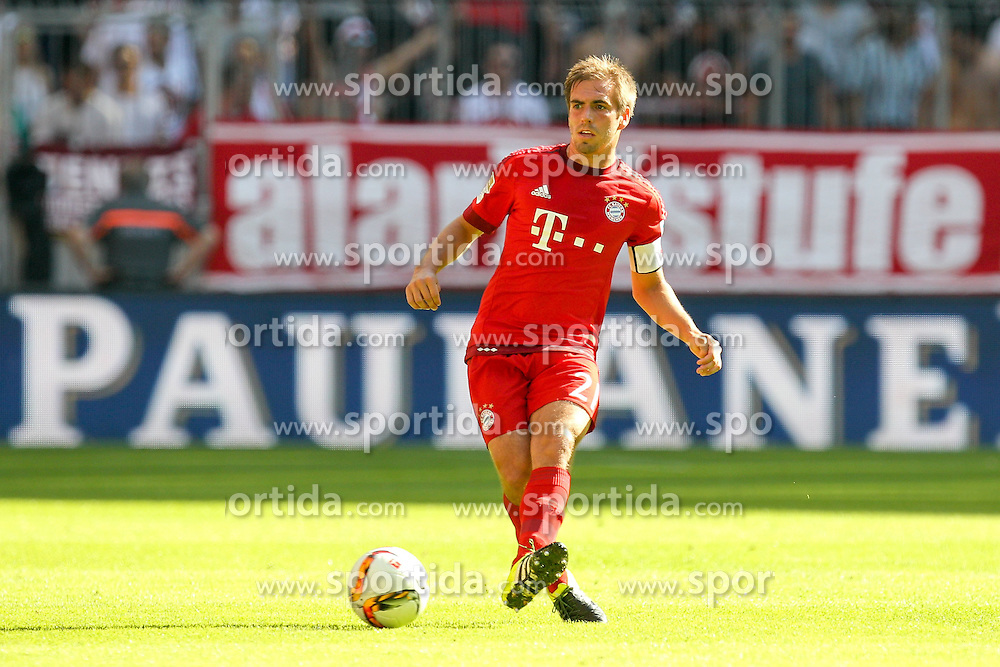 12.09.2015, Allianz Arena, Muenchen, GER, 1. FBL, FC Bayern Muenchen vs FC Augsburg, 4. Runde, im Bild Philipp Lahm #21 (FC Bayern Muenchen) // during the German Bundesliga 4th round match between FC Bayern Munich and FC Augsburg at the Allianz Arena in Muenchen, Germany on 2015/09/12. EXPA Pictures &copy; 2015, PhotoCredit: EXPA/ Eibner-Pressefoto/ Kolbert<br /> <br /> *****ATTENTION - OUT of GER*****