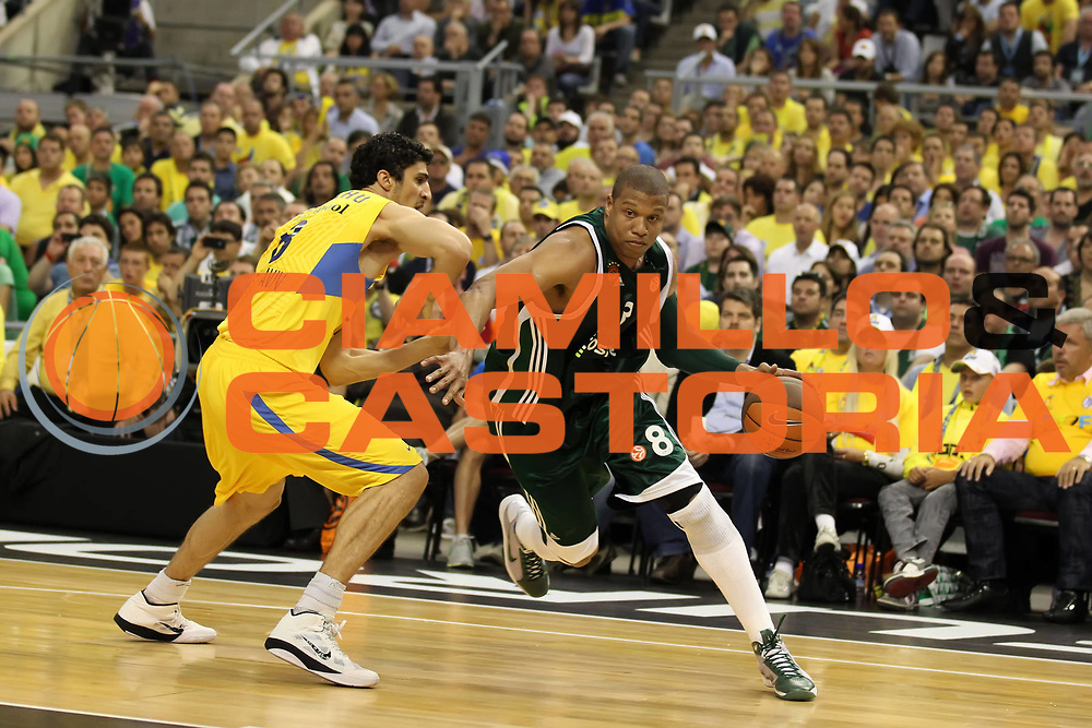 DESCRIZIONE : Barcellona Barcelona Eurolega Eurolegue 2010-11 Final Four Finale Final Maccabi Electra Tel Aviv Panathinaikos<br /> GIOCATORE : Mike Batiste<br /> SQUADRA : Panathinaikos<br /> EVENTO : Eurolega 2010-2011<br /> GARA : Maccabi Electra Tel Aviv Panathinaikos<br /> DATA : 08/05/2011<br /> CATEGORIA : palleggio<br /> SPORT : Pallacanestro<br /> AUTORE : Agenzia Ciamillo-Castoria/ElioCastoria<br /> Galleria : Eurolega 2010-2011<br /> Fotonotizia : Barcellona Barcelona Eurolega Eurolegue 2010-11 Final Four Finale Final Maccabi Electra Tel Aviv Panathinaikos<br /> Predefinita :