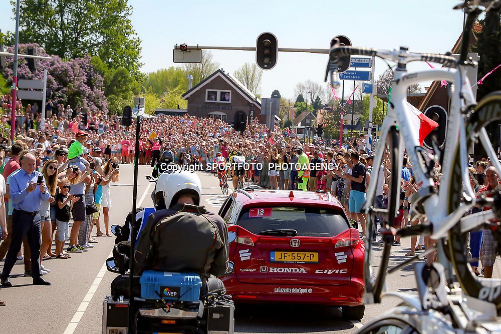 08-05-2016: Wielrennen: Giro: Arnhem<br /> ARNHEM (NED) wielrennen<br /> De tweede etappe van de voerde het peloton door de over Betuwe en de Liemers. Sfeer illustraties publiek etappe Arnhem-Nijmegen