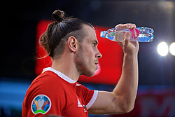 BUDAPEST, HUNGARY - Tuesday, June 11, 2019: Wales' Gareth Bale pours water on his face before the UEFA Euro 2020 Qualifying Group E match between Hungary and Wales at the Ferencváros Stadion. (Pic by David Rawcliffe/Propaganda)