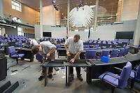 17 OCT 2013, BERLIN/GERMANY:<br /> Handberger bauen die Bestuhlung des Bundestages nach der Bundestagswahl um, Plenum, Deutscher Bundestag<br /> IMAGE: 20131017-01-027<br /> KEYWORDS: Stuehle, Stühle, Plenarsaal