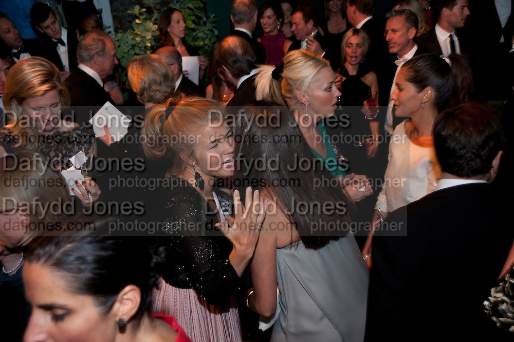 AMBER NUTTALL; TAMARA BECKWITH; ASTRID MUNOZ, The Ormeley dinner in aid of the Ecology Trust and the Aspinall Foundation. Ormeley Lodge. Richmond. London. 29 April 2009