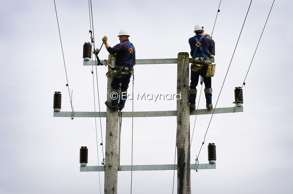 Overhead Linesmen working on electricity power lines, Nottinghamshire, England, UK.