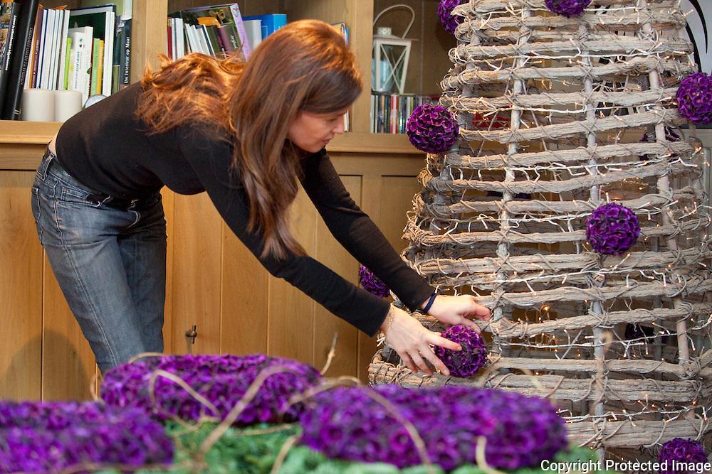 369801-Greet Sneyers uit Grobbendonk maakt kerstkunstwerken