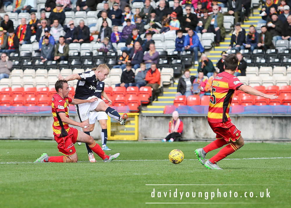 Dundee's Nicky Low fires in a  shot - Partick Thistle v Dundee, Ladbrokes Premiership at Firhill<br /> <br />  - &copy; David Young - www.davidyoungphoto.co.uk - email: davidyoungphoto@gmail.com