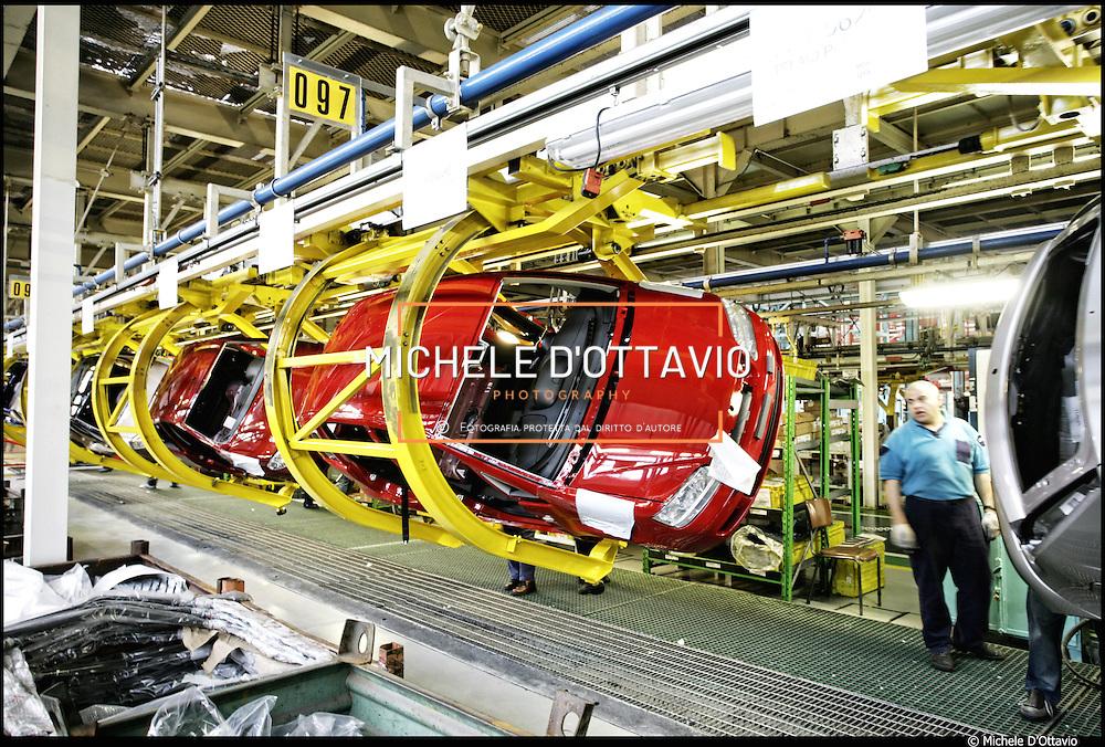 Stabilimento Fiat Mirafiori linea di montaggio e assemblaggio auto