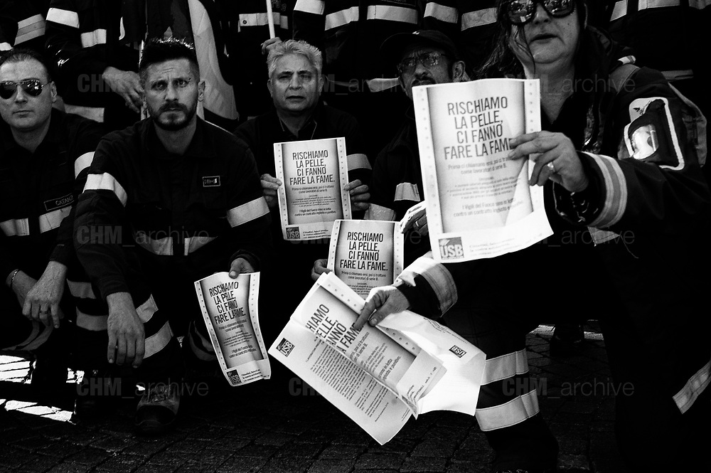 National firemen demonstration's in front of headquarters of Ministry of Interiors in Rome 6 November 2018. Christian Mantuano / OneShot