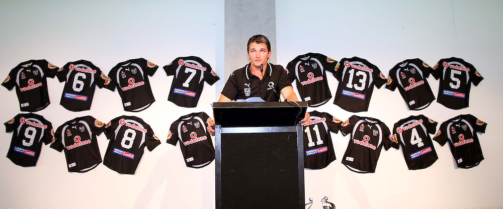 Warriors coach Ivan Cleary speaks during the Vodafone Warriors Captains lunch held at Ericsson Stadium, Auckland, on Tuesday 7 March, 2006. Photo: Renee McKay/PHOTOSPORT<br /><br /><br />148731
