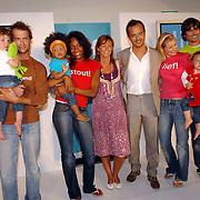NLD/Amstelveen/20070524 - Presentatie LIEF kledinglijn, Geert Hoes en Yvonne Woudstra met de modellen
