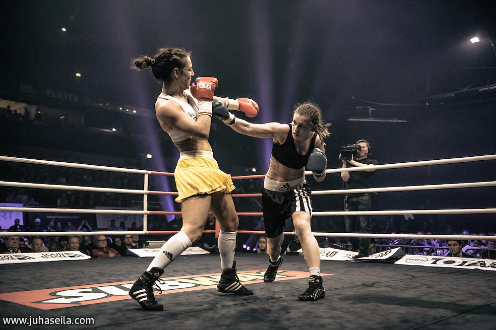 Eva Wahlström vs. Anna Sikora at Barona Areena, Espoo. Dec 7, 2013