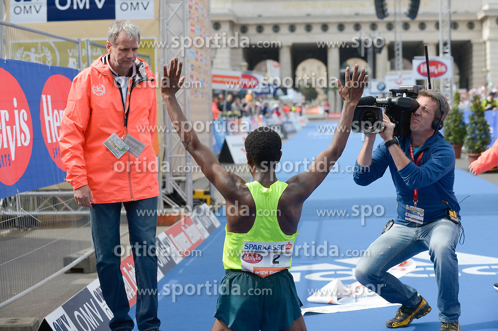 12.04.2015, Wien, AUT, Vienna City Marathon 2015, im Bild Sieger Sisay Lemma, ETH (#2) als Medienstar, Feature // during Vienna City Marathon 2015, Vienna, Austria on 2015/04/12. EXPA Pictures © 2015, PhotoCredit: EXPA/ Gerald Dvorak