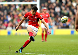Alex Lozowski of Saracens kicks a successful penalty - Mandatory by-line: Robbie Stephenson/JMP - 16/04/2017 - RUGBY - StadiumMK - Milton Keynes, England - Northampton Saints v Saracens - Aviva Premiership