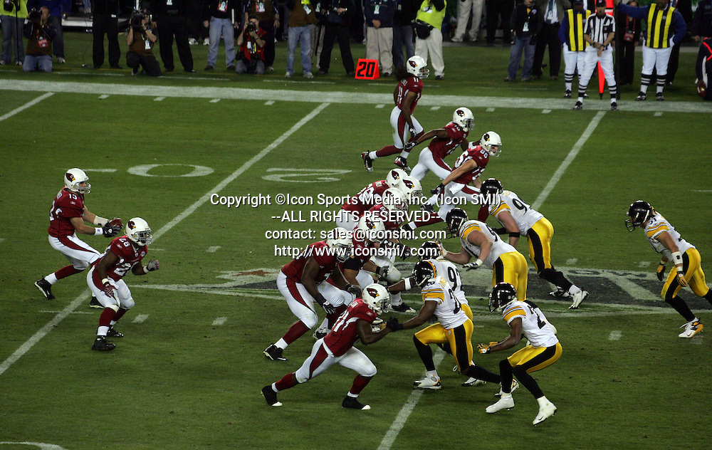 01 FEB 2009: Kurt Warner (13) of the Cardinals takes the snap as both teams come together during Super Bowl XLIII with the Arizona Cardinal versus the Pittsburgh Steelers at Raymond James Stadium in Tampa, Florida.