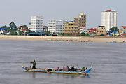 Phnom Penh, Cambodia. Fishermen on Tonle Sap.