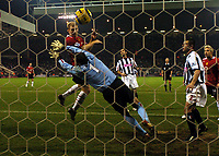 Fotball<br /> Premier League England 2004/2005<br /> Foto: BPI/Digitalsport<br /> NORWAY ONLY<br /> <br /> 27/11/2004 <br /> West Bromwich Albion v Manchester United<br /> FA Barclays Premiership, The Hawthorns<br /> <br /> Paul Scholes makes it 3-0 with this close range header
