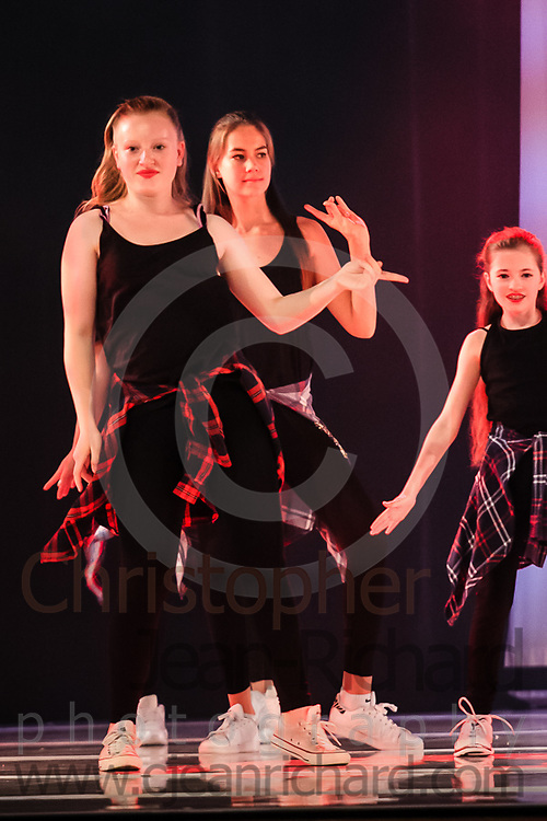 ART: 2015 | Colours of Passion: We've Got The Power | Saturday Evening Performance -- Week 1<br /> <br /> Single Ladies Power <br /> <br /> choreography: Jemelle Suyat Navat<br /> 11-20 Jahre<br /> <br /> Students and Instructors of Atelier Rainbow Tanzkunst (http://www.art-kunst.ch/) rehearse on the stage of the Schinzenhof for a series of performances in June, 2015.<br /> <br /> Schinzenhof, Alte Landstrasse 24 8810 Horgen Switzerland