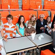 NLD/Hilversum/20070817 - Straten rond het Mediapark Hilversum vernoemd, kleinkinderen Mies Bouwman en Leen Timp