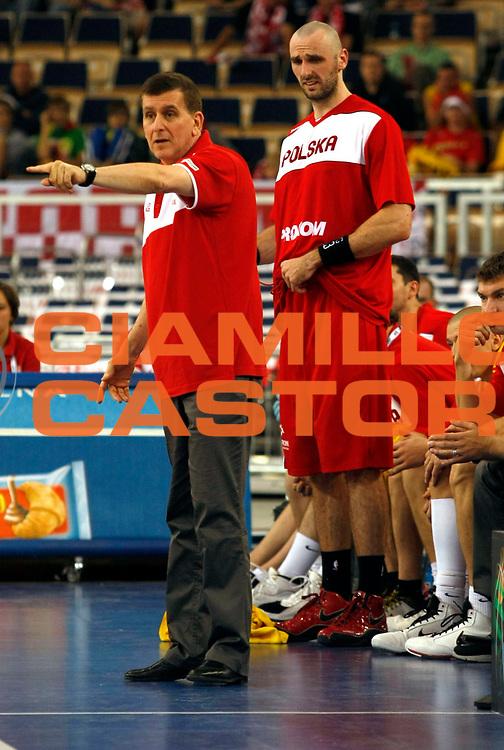 DESCRIZIONE : Lodz Poland Polonia Eurobasket Men 2009 Qualifying Round Polonia Poland Slovenia<br /> GIOCATORE : Muli Katzurin Marcin Gortat<br /> SQUADRA : Polonia Poland<br /> EVENTO : Eurobasket Men 2009<br /> GARA : Polonia Poland Slovenia<br /> DATA : 14/09/2009 <br /> CATEGORIA :<br /> SPORT : Pallacanestro <br /> AUTORE : Agenzia Ciamillo-Castoria/M.Metlas<br /> Galleria : Eurobasket Men 2009 <br /> Fotonotizia : Lodz Poland Polonia Eurobasket Men 2009 Qualifying Round Polonia Poland Slovenia<br /> Predefinita :
