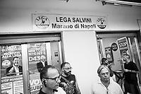 MARANO DI NAPOLI (NA) - 10 SETTEMBRE 2018: Militanti della Lega di fronte alla sede di Marano di Napoli, il 10 settembre 2018.