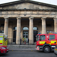 Firefighters from the Scottish Fire & Rescue Service arrive and enter Perth Sheriff Court this morning after the fire alarm at the court was activated….08.11.17<br />